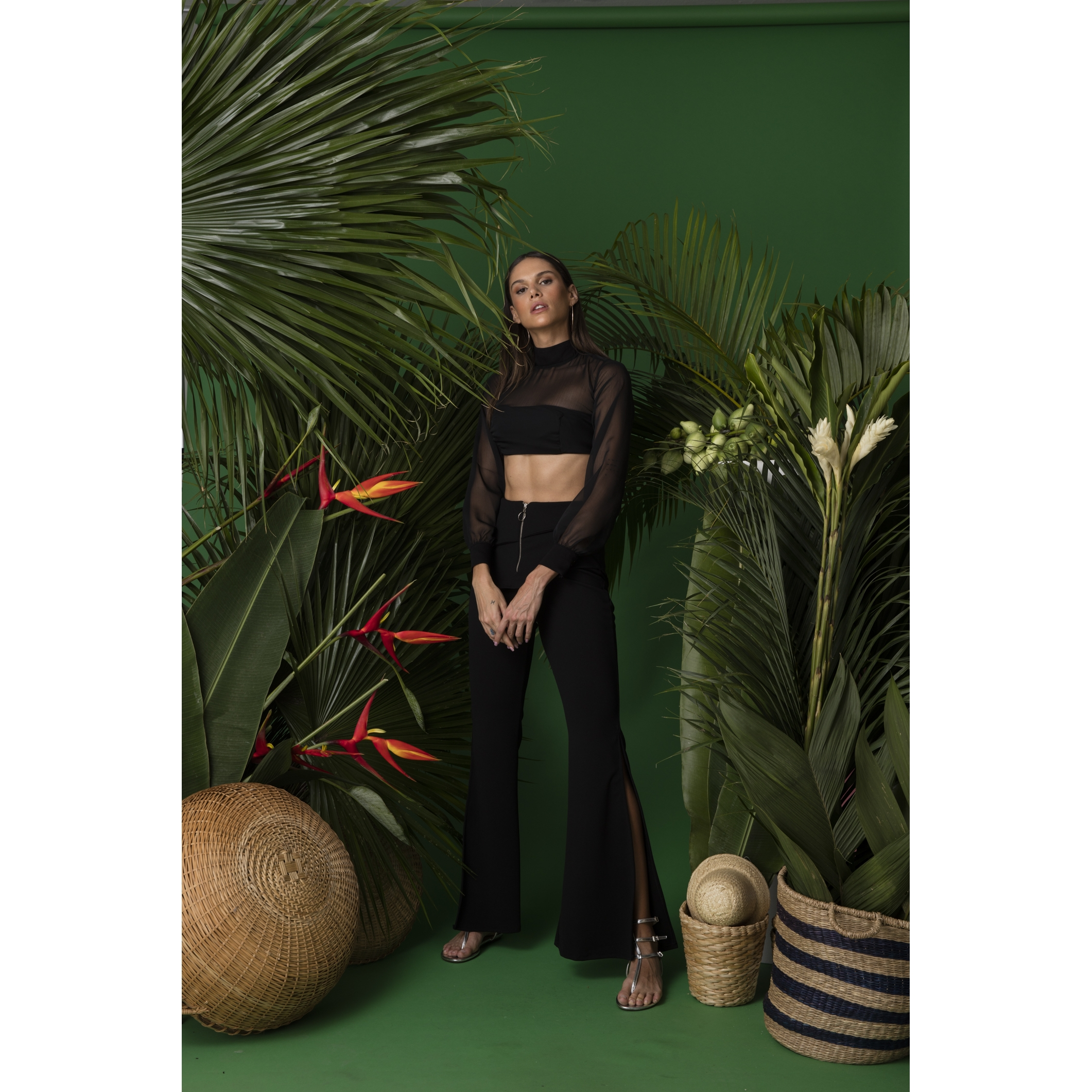 Cropped Muse Black